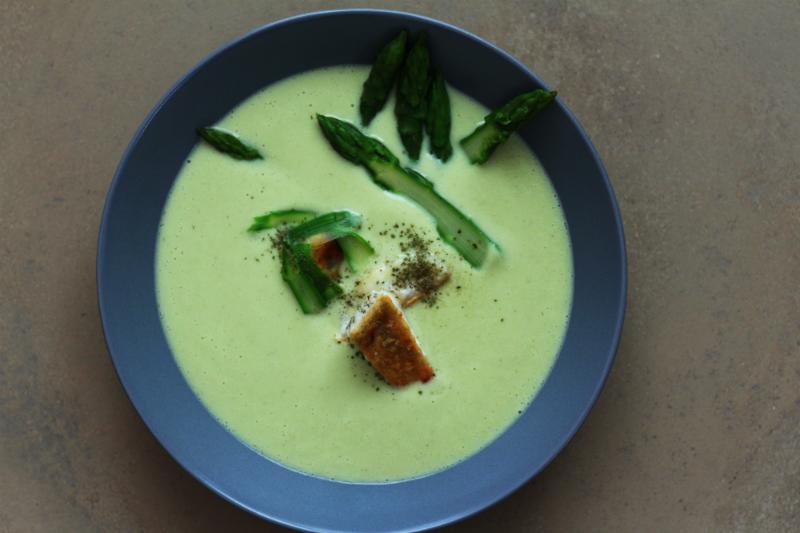 Warme Vichyssoise mit grünem Spargel, Anismyrte und Zander | Eine Suppe in vier Akten | Arthurs Tochter Kocht by Astrid Paul
