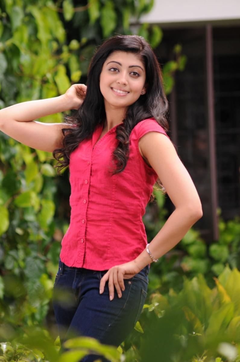 Pranitha latest cute and hot stills from Sakuni