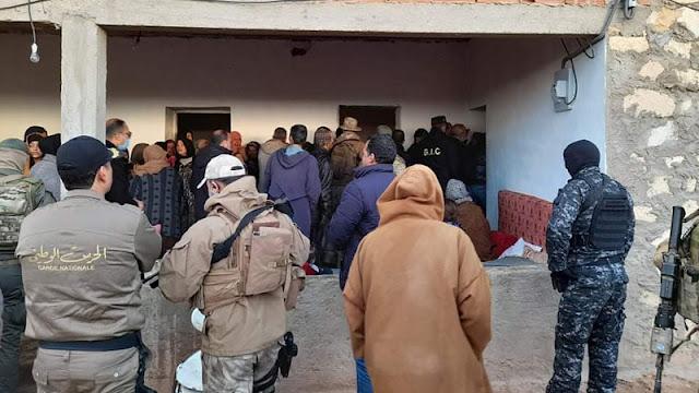 تونس:  القصرين ... وزير الداخلية يؤدي واجب للعزاء لعائلة الشهيد عقبة الذيبي (صور)