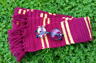 http://redhairedamazona.blogspot.com.au/2015/08/a-crochet-gryffindor-scarf-for-book-week.html