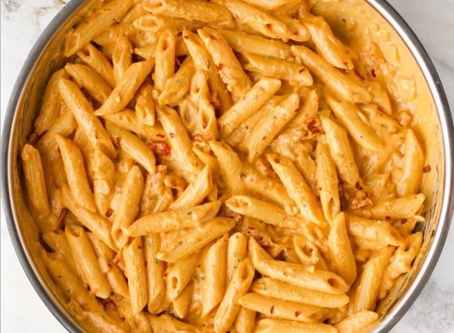 VEGAN CREAMY SPICY SUN DRIED TOMATO PASTA #vegetarian #glutenfree