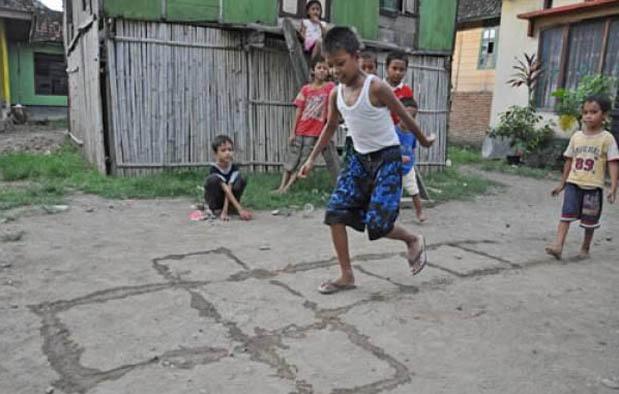 Permainan Udan Barat Tradisional Jawa Tengah Wisata Dan Kuliner