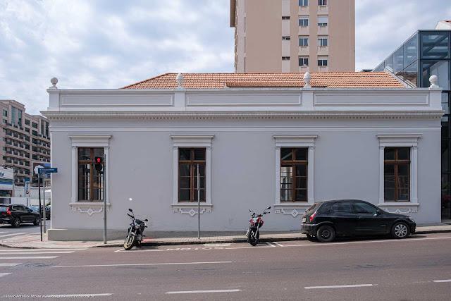Casa na Avenida do Batel com Rua Francisco Rocha