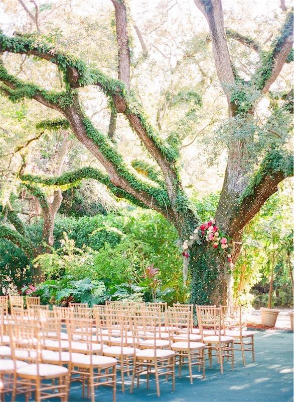 boda decorada en fucsia y esmeralda chicanddeco