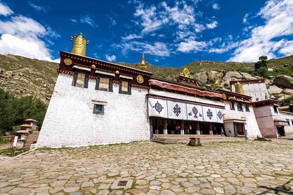 อารามเซรา (Sera Monastery: སེ་ར་དགོན་པ)