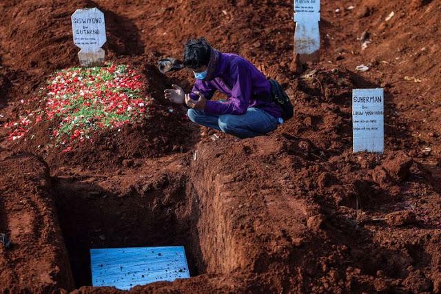 Nyesek! Meninggal Usai Terpapar Covid-19, Satu Keluarga di Bekasi Dimakamkan Bersamaan