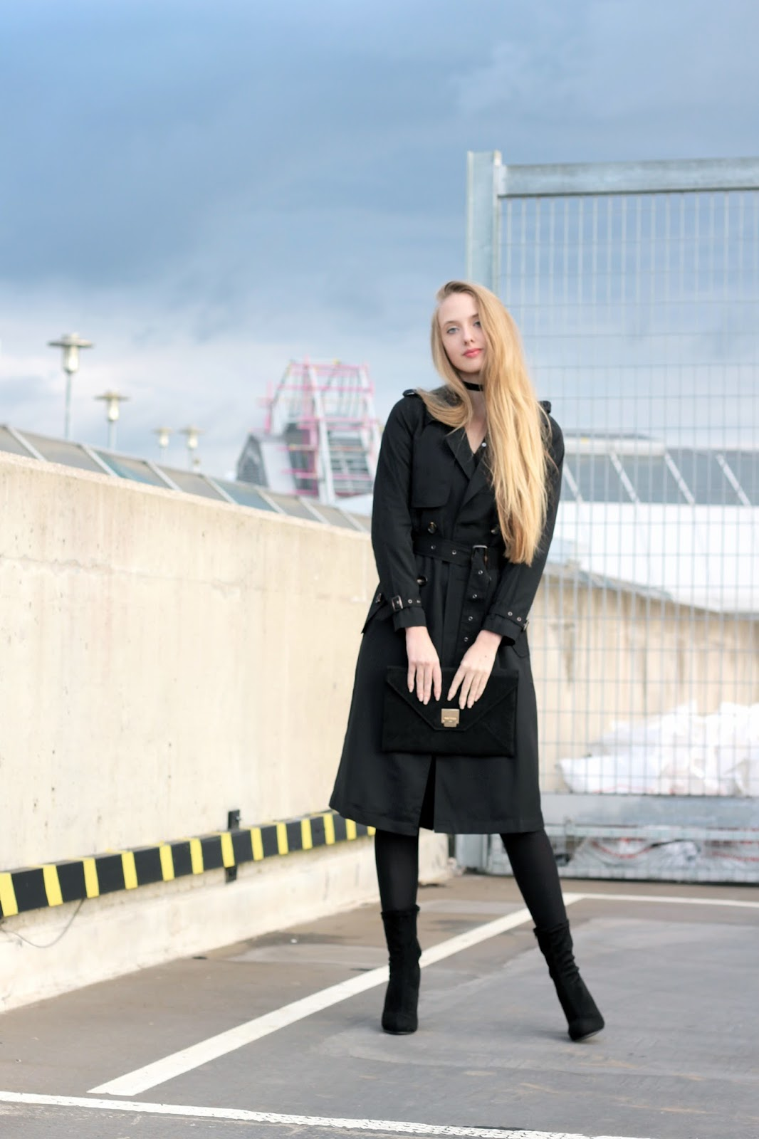 Styling a Boohoo trench coat for autumn fashion blogger