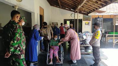 Polsek Siman dan Koramil Siman amankan giat Vaksinasi untuk ODGJ dan Disabilitas di balai desa Siman