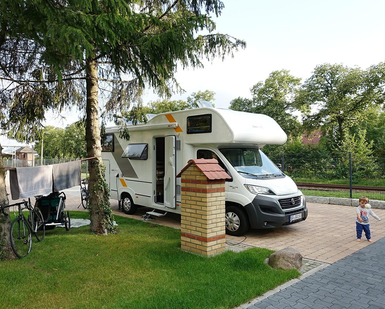 Mit Landvergnügen und dem Camper auf dem Brötchenbahnhof in Kremmen