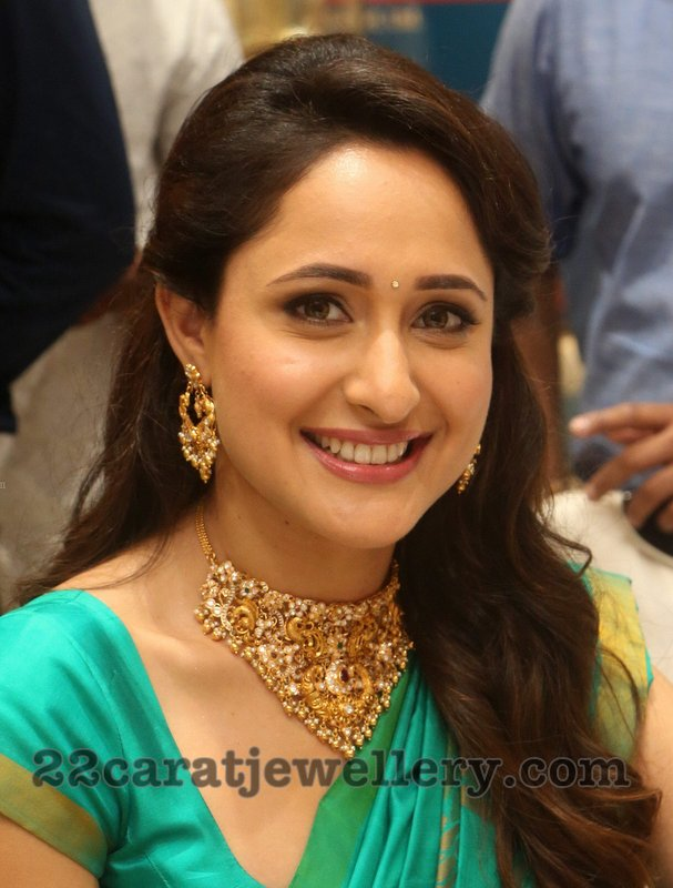 Pragya Jaishwal in Pachi Necklace