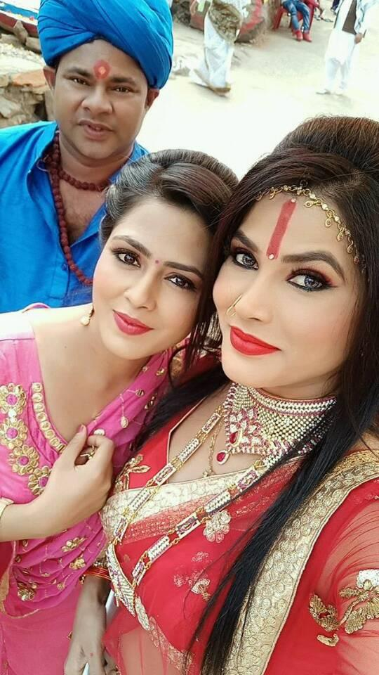 Bhojpuri actress Richa Dixit has once taken to Instagram and shared another cute photo of her attending