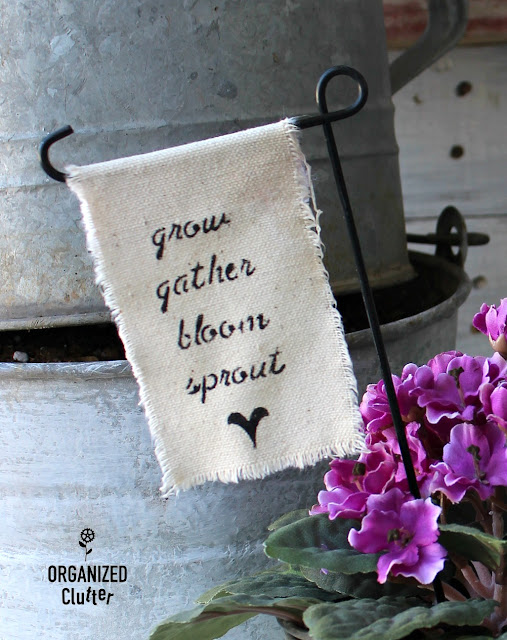DIY Stenciled Canvas Outdoor Garden Flags #farmhouse #junkgarden #stenciling #canvas