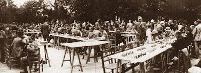 Simultáneas de ajedrez en los Jardines Evarist Arnús en 1933