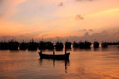 Wisata Bahari Pantai Bonang-Binangun Rembang