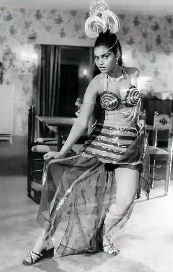Silk Smitha glamorous bar dancer
