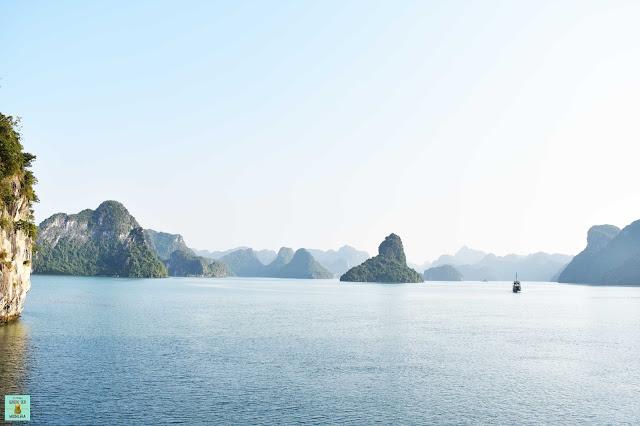 Ferry público a la isla de Cat Ba, Vietnam