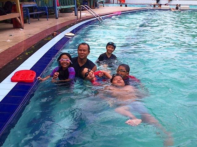 kursus renang di amaraish swimming school kolam hotel bumi wiyata margonda depok nurul sufitri travel lifestyle blogger review