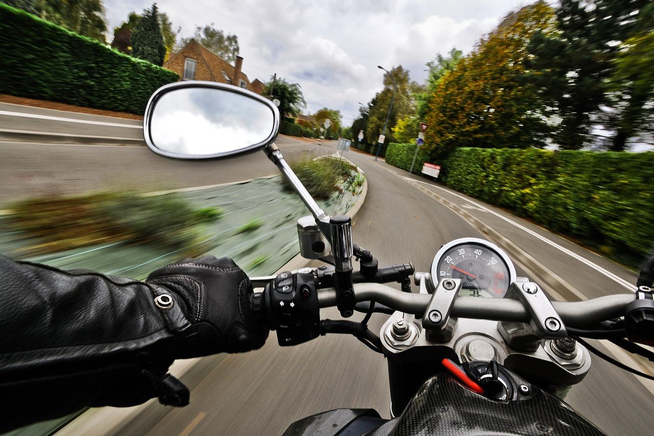 Les 18-34 ans figurent parmi les motocyclistes tués non casqués les plus touchés, avec 66 tués, soit 61% des décès.
