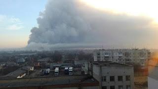 Unas 20.000 personas evacuadas al explotar un depósito de armas