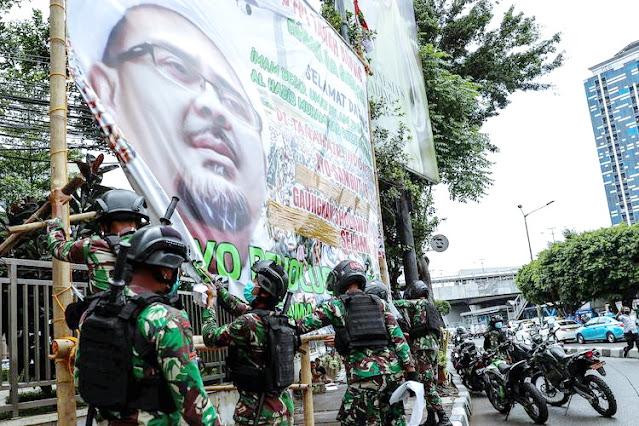 Pangdam Jaya Disebut Mencla-mencle, FPI: Baru Baliho Aja Seperti Itu, Apalagi Perang?!