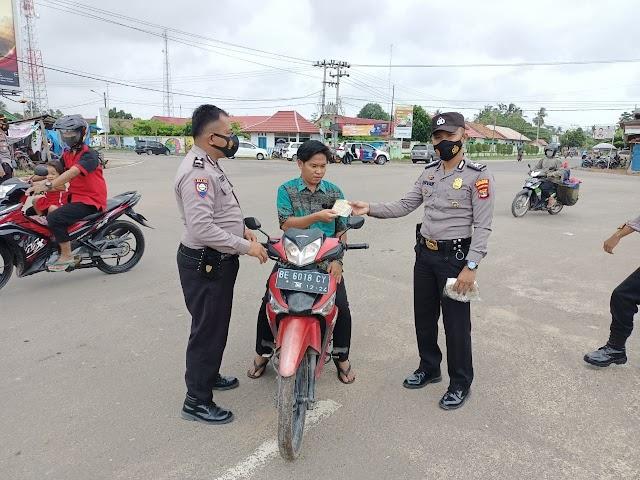 Dalam Rangka Oprasi Aman Nusa Polres Tubaba Bagikan Masker Kepada Masyarakat