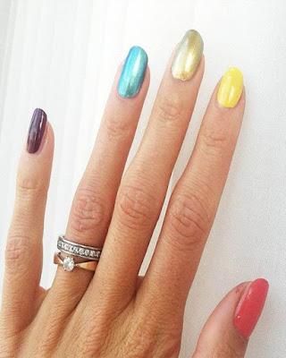 diseño de uñas de colores para mujer mayor