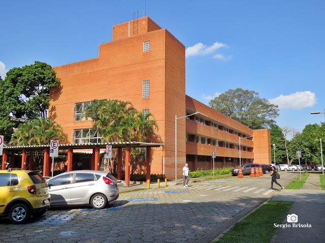 Vista ampla do prédio novo da Faculdade de Educação da USP - Butantã - São Paulo
