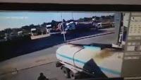 شاهد بالفيديو  ماذا حدث مع هذه الشاحنة المحملة بالوقود