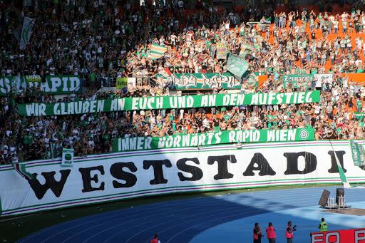 """""""SK Rapid Wir glauben an Euch und an den Aufstieg. Immer vorwärts Rapid Wien."""""""