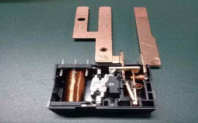 rangkaian relay komponen listrik