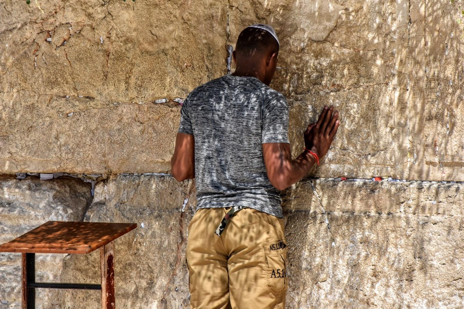 Jerusalem (ירושלים, Yerushalayim, Jeruszalajim, القدس, Jerozolima)   Isreal (Jisra'el, Isrā'īl, Izrael)