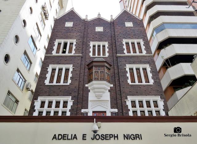 Vista ampla da fachada do Edifício Adelia e Joseph Nigri - Beit Chabad Central - Cerqueira César - São Paulo