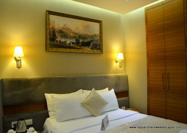 double bed in Nowy Efendi Hotel
