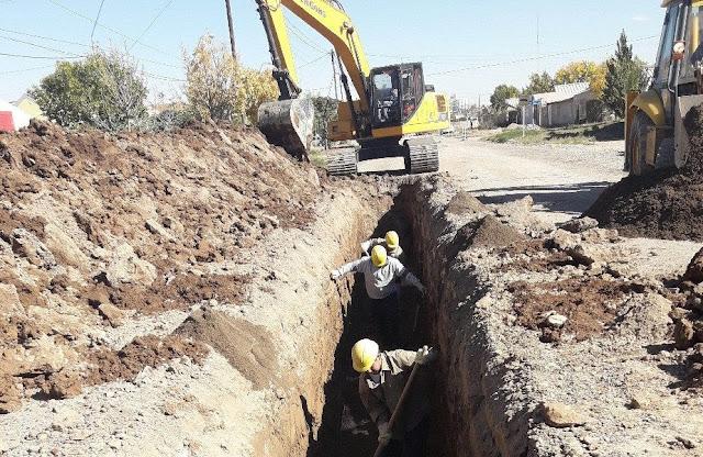 Planean expandir la red de suministro de agua y cloacas en diferentes barrios en Roca