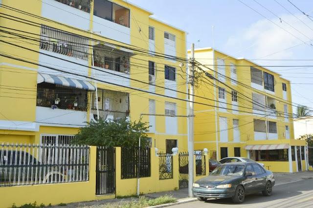 Alcaldía embellece edificios de apartamentos en Las Charcas y Los Reyes por disposición de Abel Martínez