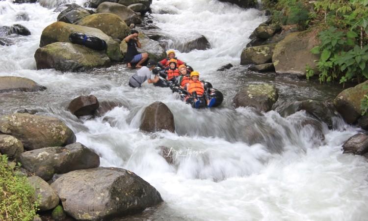 Cikadongdong River Tubing, Wisata Petualangan Arum Jeram di Majalengka