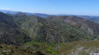 Valle del Río Pequeño  desde el Pico Torre - Asturias