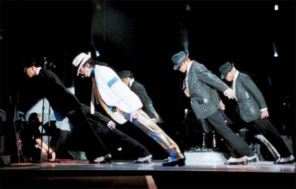 """""""مايكل جاكسون"""" يتحدى قوانين الجاذبية فى رقصات"""