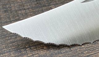 オピネル ブレッドナイフの波刃
