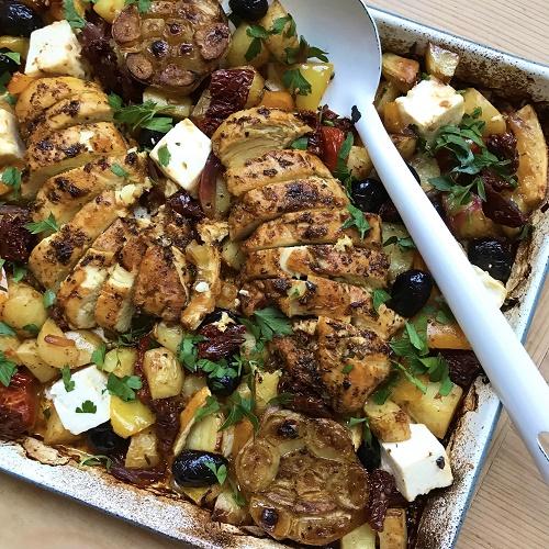 Wimmelblech Hellas ~ Gyros-Hähnchen mit Gemüse, Feta & Oliven vom Blech