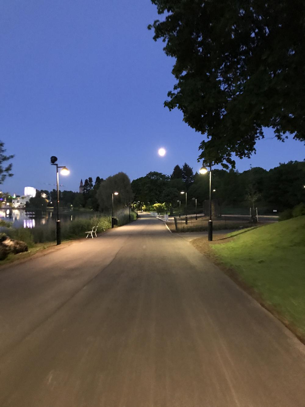 Kaupunkipyörällä auringonlaskusta auringonnousuun 20