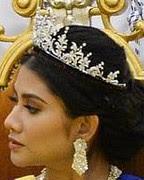diamond palmette tiara malaysia queen raja perempuan muzwin perak crown princess che puan khaleeda johor