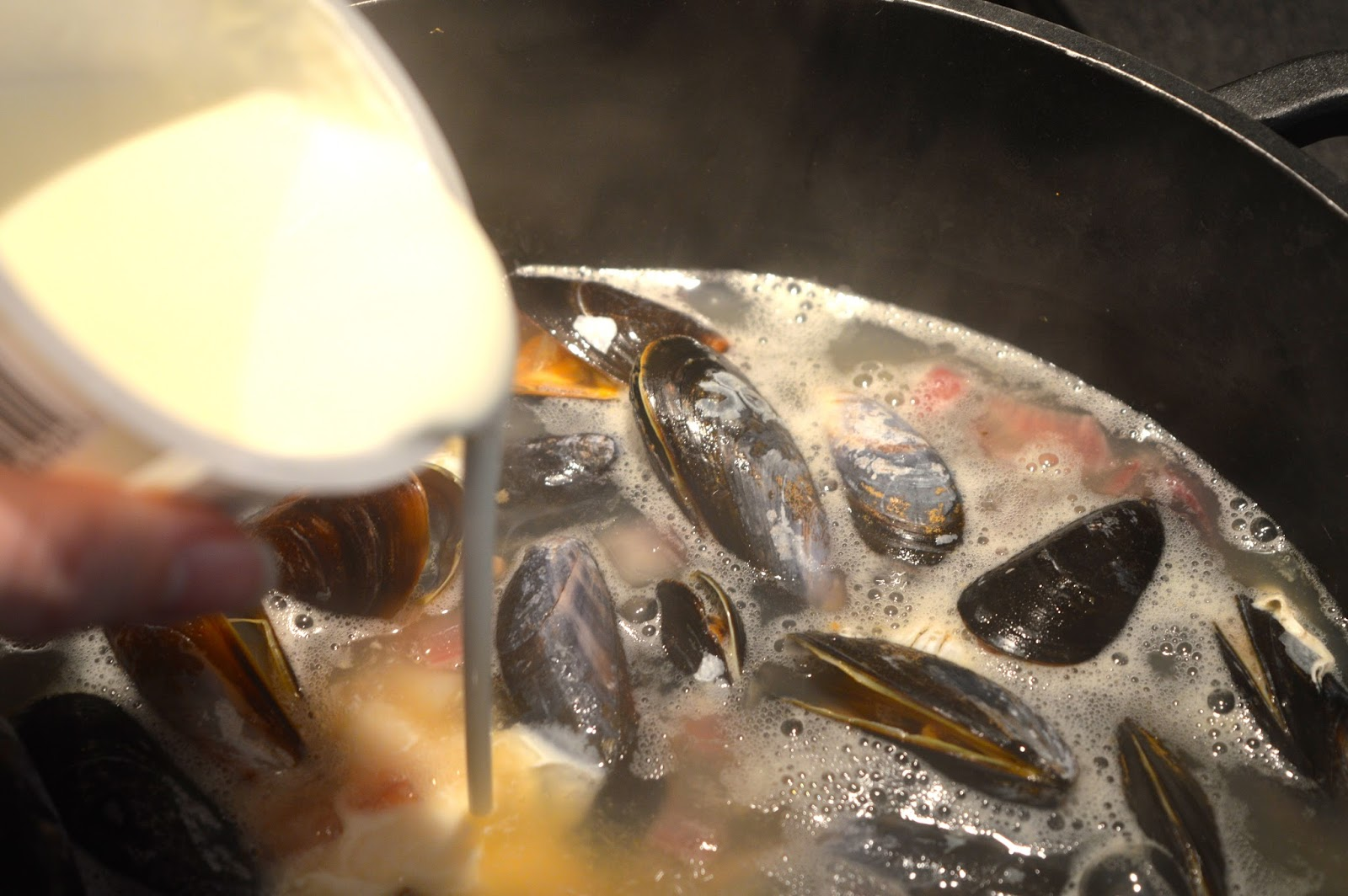 Mussels in cider cream sauce recipe, food bloggers, UK food blog, Hampshire lifestyle blog, Dalry Rose blog