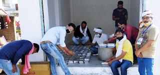 जौनपुर : महादेव टीम, कबूलपुर वेलफेयर सोसायटी व पत्रकार प्रेस क्लब ने भूखों को कराया भोजन | #NayaSabera