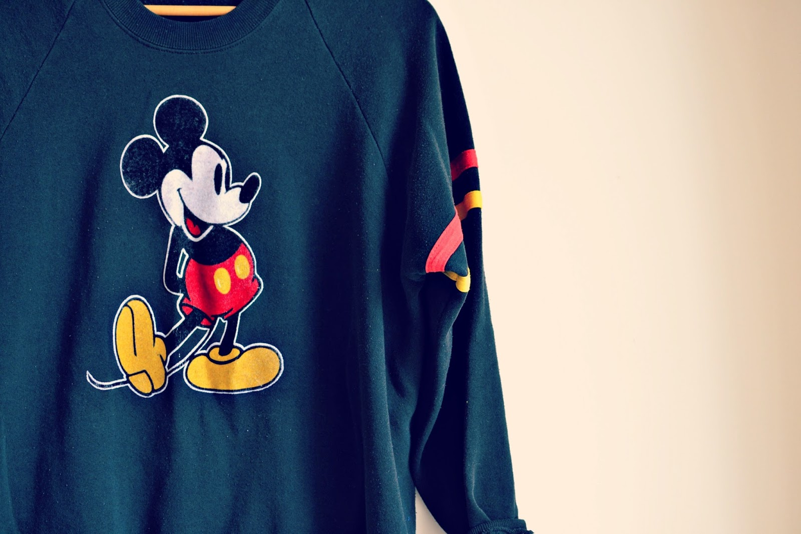 vintage disney mickey mouse sweatshirt