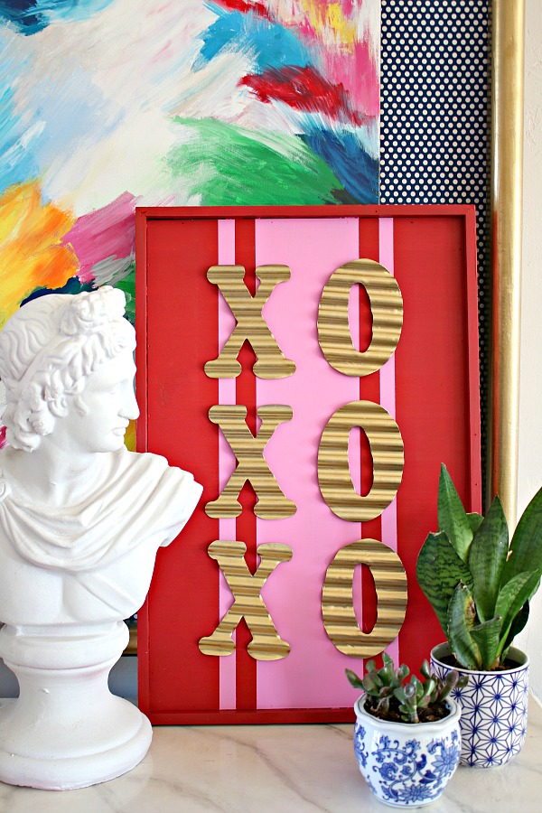 DIY Valentine's Day Sign  ||  XOXO Hugs and Kisses Sign  ||  Easy Valentine's Day Craft