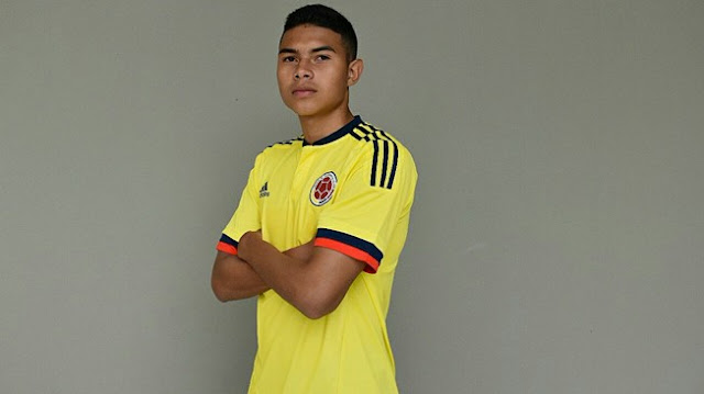 Yadir-looking-up-to-James-and-Riquelme-U17-FIFA-World-Cup