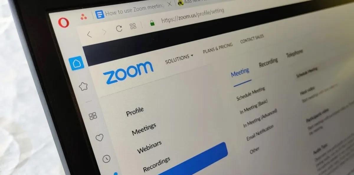 كيفية إضافة جهات الاتصال إلى حسابك في تطبيق Zoom بسهولة؟