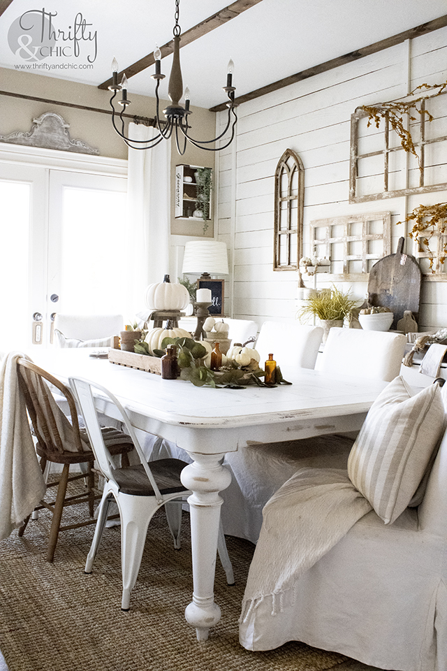 how to distress furniture. Farmhouse table makeover. white farmhouse table. Farmhouse dining room inspiration. Farmhouse dining room decor ideas.