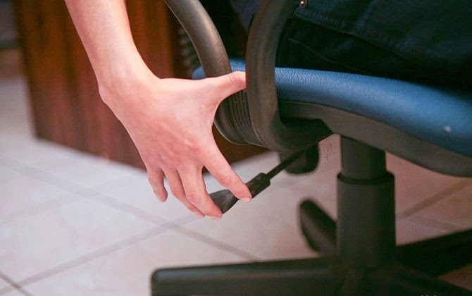 How To Synchronize Your Chair And Desk Properly